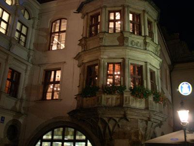 In-München-steht-ein-Hofbr-uhaus